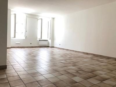 STUDIO A LOUER - MORMANT centre ville - 32,24 m2 - 416 € charges comprises par mois
