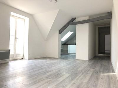 APPARTEMENT T3 A LOUER - NANGIS CENTRE VILLE - 67 m2 - 800 € charges comprises par mois