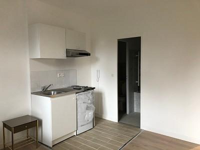 STUDIO A LOUER - CHAUMES EN BRIE - 17 m2 - 405 € charges comprises par mois