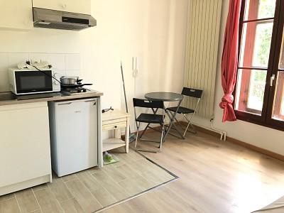 STUDIO A LOUER - CHAUMES EN BRIE - 18 m2 - 425 € charges comprises par mois
