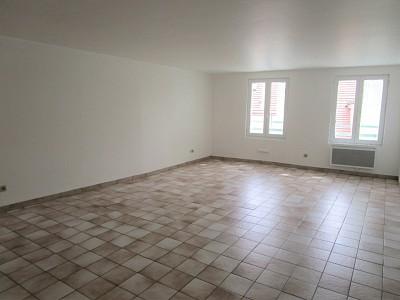STUDIO A LOUER - MORMANT centre ville - 33,5 m2 - 460 € charges comprises par mois