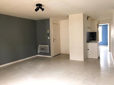 APPARTEMENT T2 A LOUER - ROZAY EN BRIE - 28,69 m2 - 535 € charges comprises par mois