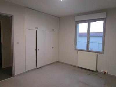 BUREAU A LOUER - FONTENAY TRESIGNY ZONE INDUSTRIELLE - 240 m2 - 1720 € HC et HT par mois